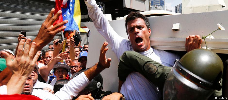 Leopoldo López, líder opositor venezuelano, foi preso em fevereiro de 2014