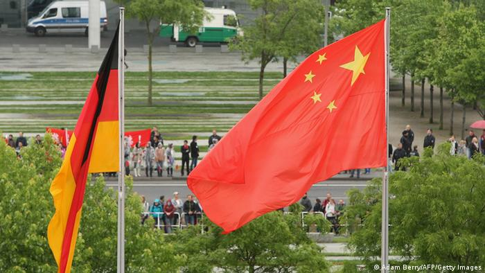 Symbolbild Deutschland China Flaggen (Adam Berry/AFP/Getty Images)