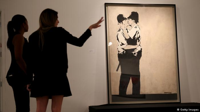 Banksy Gemälde Kissing Coppers (Getty Images)