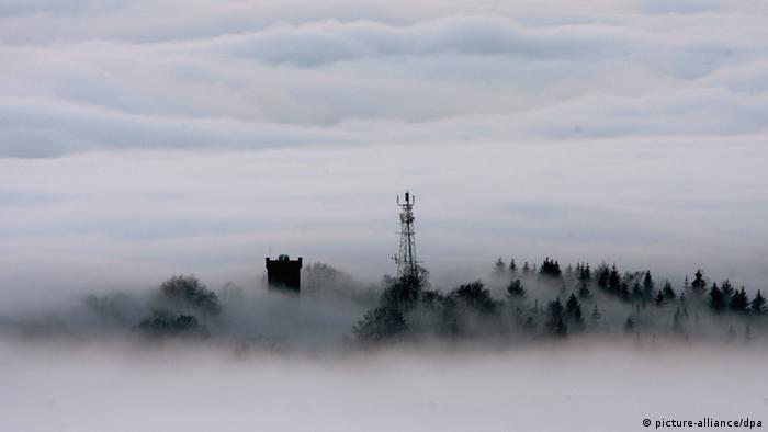 Башня Бисмарка на горе Домберг около города Зуль в Тюрингии