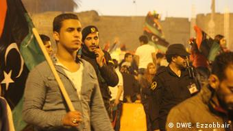 People carrying Libyan flags during anniversary celebrations. Foto: Esam ezzobbair