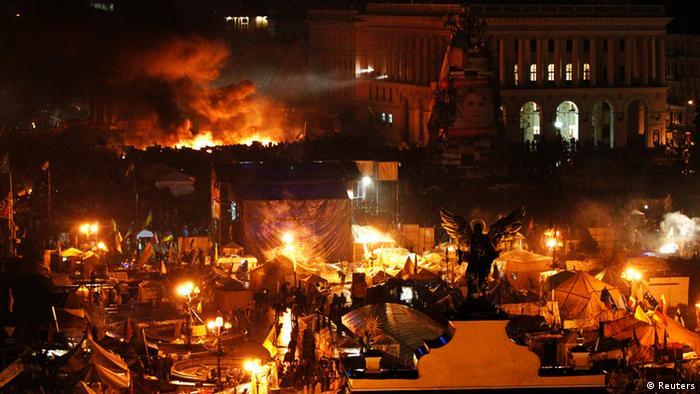 Brennende Barrikaden auf dem Maidan am Abend des 20. Februar 2014 (Foto: Reuters)