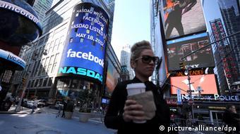 Биржа Nasdaq на Таймс-сквер в центре Нью-Йорка
