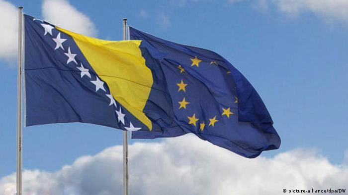 Bosnien-Herzegowina EU Beitritt Symbolbild Flaggen Relaunch