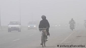 Pakistan Nebel in Lahore (picture-alliance/dpa)