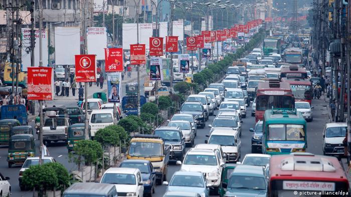 Straßenverkehr in Dhaka