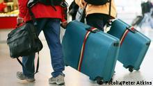 Symbolbild Familie Koffer Reise Auswanderer Immigranten