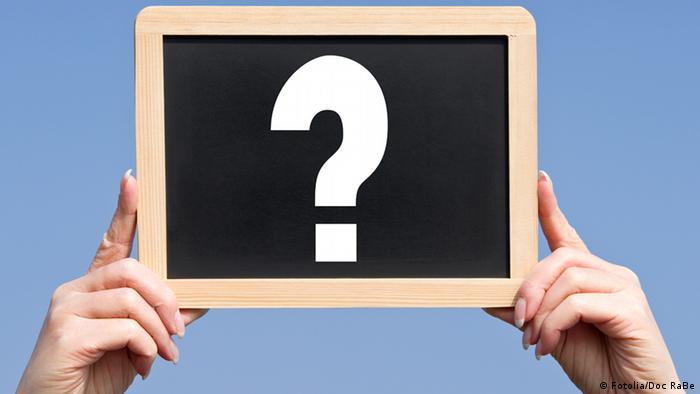Symbolbild Warum Fragezeichen Tafel Schild