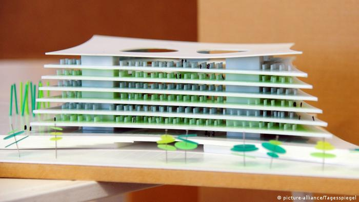 Design proposal for a new library at Tempelhof Park in Berlin, Copyright: picture-alliance/Tagesspiegel