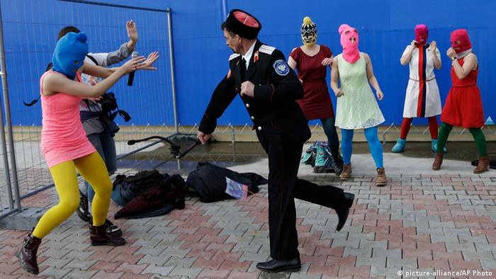 Pussy Riot Protest in Sochi Olympia 2014 (picture-alliance/AP Photo)