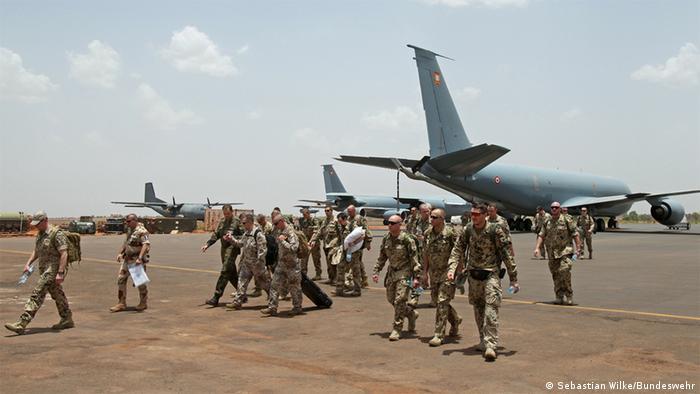 Un avion militaire de l'armée allemande arrive à Bamako (Archives - Bamako, 14.04.2013)