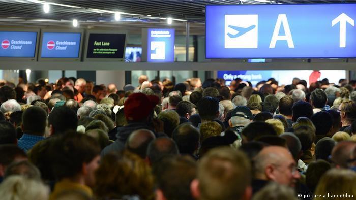 Deutschland Warnstreik der Sicherheitsleute am Frankfurter Flughafen