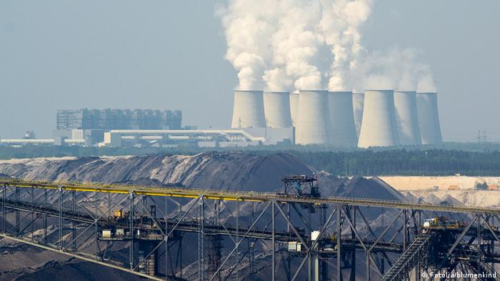 A coal power plant in Germany, with coal in the foreground (Copyright: Fotolia)
