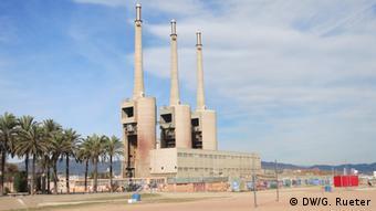 Industrieruine von einem alten Ölkraftwerk in Barcelona