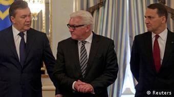 Viktor Yanukovych, Frank-Walter Steinmeier and Radoslaw Sikorski (Foto: Konstantin Chernichkin/REUTERS)