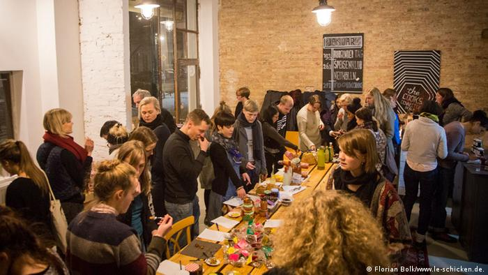 People meander around a table at the FoodXchange Event Berlin Photo: Florian Bolk