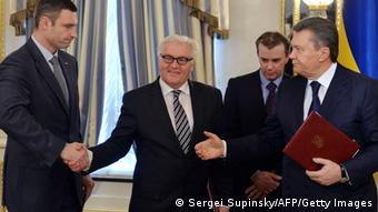 Steinmeier between Vitaly Klitschko and Yanukovych