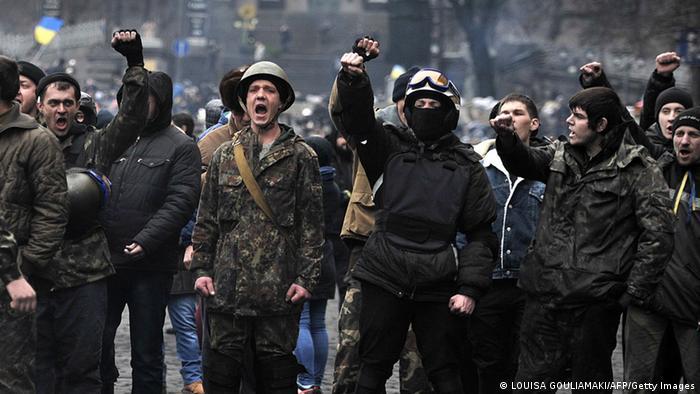 Ultranationalistische Regierungsgegner bestehen auf dem sofortigen Rücktritt von Janukowitsch (Foto: AFP)