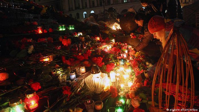 Свічки в пам'ять про загиблих на Майдані, лютий 2014 року