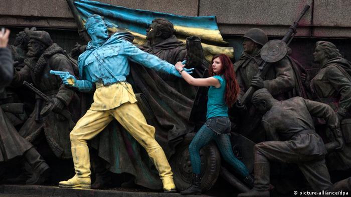 Denkmal in Sofia in ukrainischen Farben