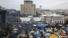 A general view shows anti-government protesters in the Independence Square in Kiev February 23, 2014. Ukraine's parliament, exercising power since mass protests put the president to flight, on Sunday launched criminal investigations into leading figures in Viktor Yanukovich's ousted administration and named Oleksander Turchinov, a senior opposition figure, as his temporary successor. REUTERS/Yannis Behrakis (UKRAINE - Tags: POLITICS CIVIL UNREST)