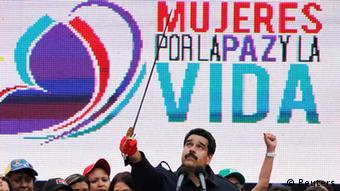 نیکولاس مادورو، رئیس جمهوری ونزوئلا اعتراضات هزاران نفره این کشور را توطئهای آمریکایی میخواند