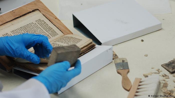 Restoration of a book (Kölner Stadtarchiv)