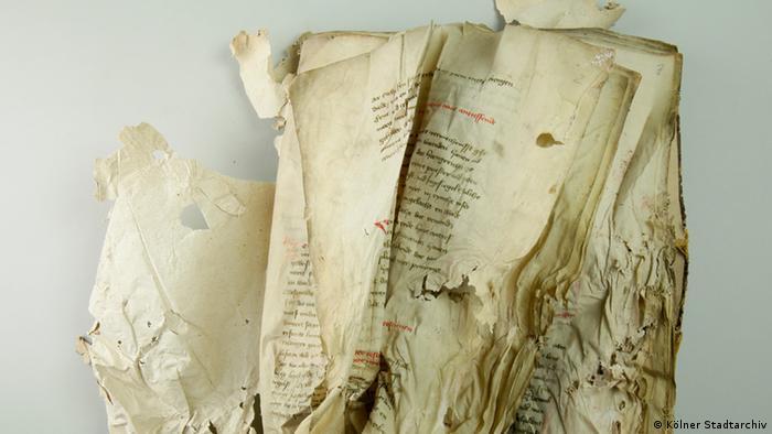 handwritten medieval document shows parts of the 1437 Cologne statutes (Kölner Stadtarchiv)