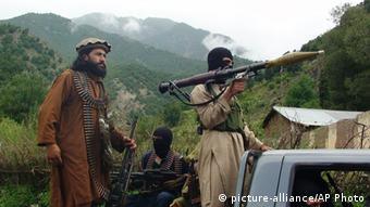 Pakistani Taliban patrol in their stronghold of Shawal in Pakistani tribal region of South Waziristan (Photo: AP Photo/Ishtiaq Mahsud, File)