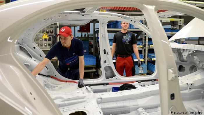 S-Klasse Produktion bei Mercedes-Benz (picture-alliance/dpa)