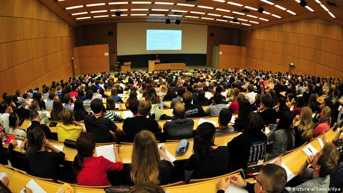 Lecture hall at a university Photo: Jan-Philipp Strobel/dpa