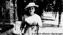 Rosa Luxemburg / Hasse Luxemburg, Rosa sozialist. Politikerin Zamosc (Kr.Lublin) 5.3.1871 - (ermordet) Berlin 15.1.1919. Foto, Berlin 1914.