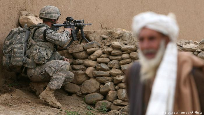 Symbolbild Verhältnis USA Afghanistan (picture alliance / AP Photo)