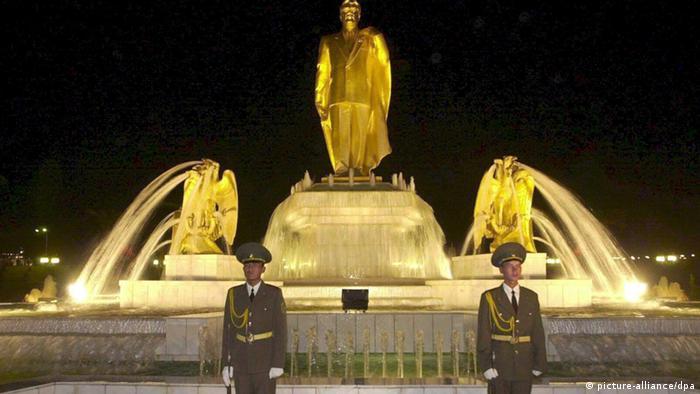 Статуя Туркменбаши в Ашхабаде