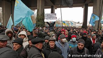 Krim-Tataren demonstrieren gegen die Abspaltung von Krim (Foto:EPA/ARTUR SHVARTS)