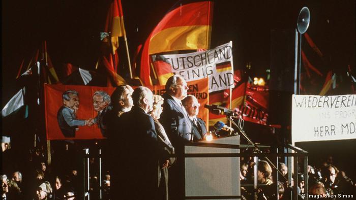 Гельмут Коль під час історичної промови у Дрездені, 19 грудня 1989 року