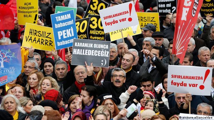Proteste gegen die Regierung in Istanbul (picture-alliance/dpa)
