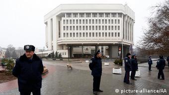 Захоплена будівля Верховної Ради АРК 27 лютого 2016 року
