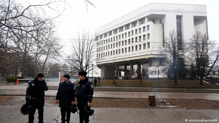 Захоплена будівля кримського парламенту