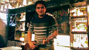Jacques Palami wants to bring back life to the city of Tacloban. Jacques Palami holding a guitar (copyright Jacques Palami)