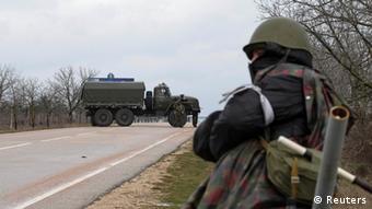 Неизвестные вооруженные люди блокируют аэропорт Бельбек