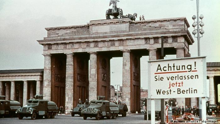 Mauerbau Berlin (picture alliance / akg-images)