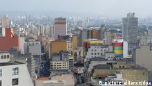 Blick von einem Hubschrauberlandeplatz, am 16.12.2013 in der brasilianischen Stadt Sao Paulo zu sehen. Foto: Marcus Brandt/dpa