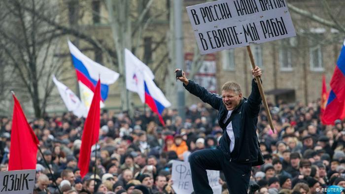 Incerteza política aumenta tensão entre grupos étnicos da Crimeia