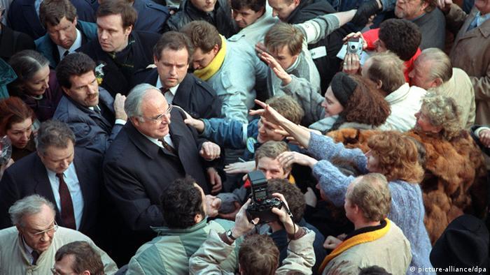 Канцлер ФРГ Гельмут Коль тоже выступал на предвыборных митингах.