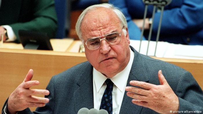 Audioslideshow Helmut Kohl im Bundestag am Rednerpult