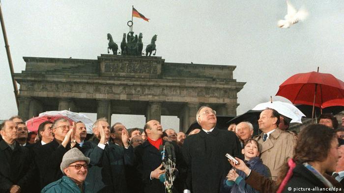 Audioslideshow Helmut Kohl Öffnung der Mauer am Brandenburger Tor