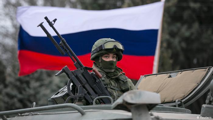 Російський військовий у Балаклаві, березень 2014 року