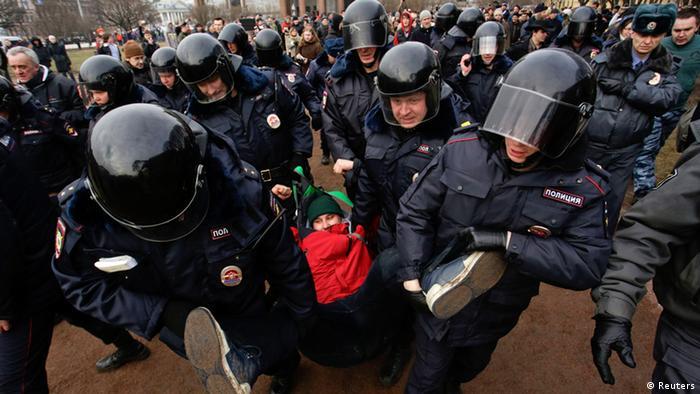 Ruska policija je u Sankt Petersburgu razbila demonstracije protiv intervencije u Ukrajini