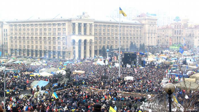Zehntausende kamen zur Demonstration auf dem Kiewer Maidan gegen den Einmarsch russischer Truppen (Foto: DW)
